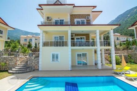 6 bedroom houses by the sea for sale overseas. Three-storey villa with furniture in Ovacik