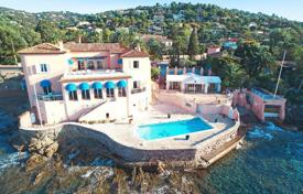 Luxury property for sale in Roquebrune-sur-Argens. Еxtensive estate with a private garden, a swimming pool, a spa and a parking, Les Issambres, France
