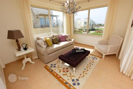 Apartments with pools for sale in Kyrenia. Comfortable apartment with a spacious terrace in Cyprus