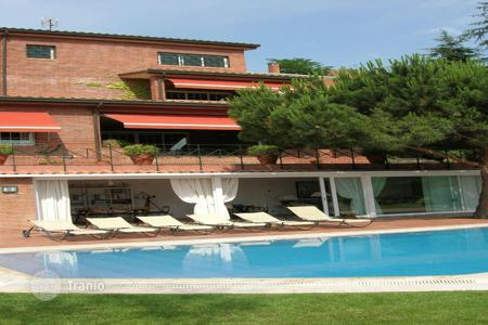 Luxury houses with pools for sale in Barcelona. Villa – Barcelona, Catalonia, Spain
