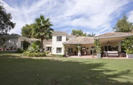 Luxury 5 bedroom houses for sale in San Roque. A recently refurbished 5 bedroom villa located in the heart of Sotogrande