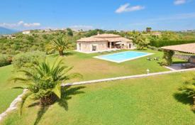 4 bedroom houses for sale in Cagnes-sur-Mer. Villa – Cagnes-sur-Mer, Côte d'Azur (French Riviera), France