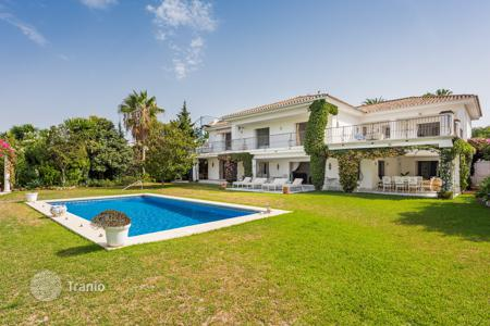 Houses for sale in Estepona. Impressive Villa in El Paraiso Barronal, Estepona