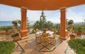 Luxury 6 bedroom houses for sale in Benalmadena. Luxury villa with fantastic sea views. Located in a gated community with 24h security in a privileged and quiet area
