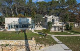 Luxury 6 bedroom houses for sale in Roquefort-les-Pins. Cannes back country — Restaured Mas