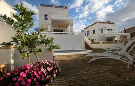 Houses for sale in Estepona. Enchanting and modern villa in Golf and Country Club La Resina