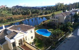 Exclusive apartment overlooking the lake, the mountains and the sea, Benahavis, Costa del Sol, Spain for 240,000 €