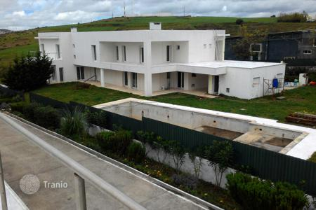 Off-plan houses with pools for sale in Lisbon. Spacious villa on the stage of finishing work, with private pool, tennis court and a large garden, Oeiras, Barcarena