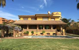 Coastal property for sale in Estepona. Fabulous Mediterranean Villa in Estepona