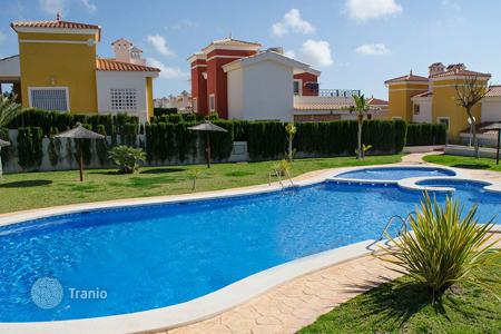 Cheap property for sale in Busot. Terraced house with 3 bedrooms close to San Juan Alicante