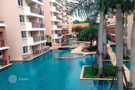 Condos for rent in Thailand. One-bedroom apartment in Pattaya, Thailand. Modern residential complex with a pool, a garden and a gym