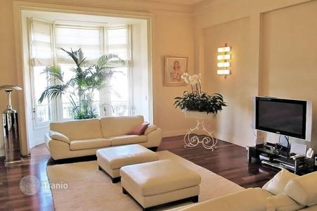 Apartments for sale in Cimiez. Large 3 rooms renovated apartment in a palace of Cimiez