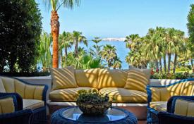3 bedroom apartments by the sea to rent overseas. Penthouse apartment, situated on the 1st line beach and located in the most popular area of Marbella
