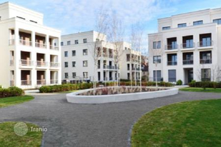 1 bedroom apartments for sale in Germany. Penthouse with a terrace in a new residence, in a prestigious district of Berlin — Schlachten, surrounded by greenery and near the lake