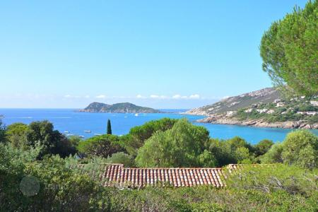 Luxury property for sale in Ramatyuel. Ramatuelle — Attractive property with sea view