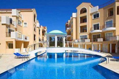 Property for sale in Universal. Apartment with a balcony facing the pool, in an exclusive gated complex in Kato Paphos