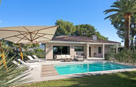 Luxury residential for sale in Roquebrune — Cap Martin. Cozy cottage with a terrace, a pool, a garden and sea views, Roquebrune-Cap-Martin, France