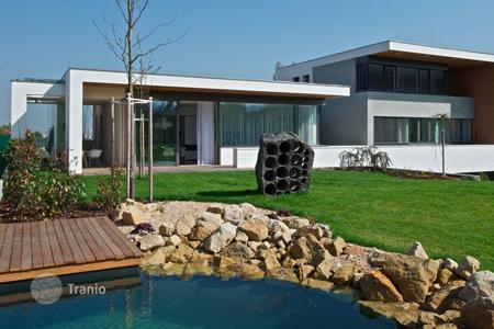Residential for sale in Praha 10. New three-storey villas in a green district of Prague (district 10)