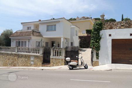 Houses for sale in Catalonia. Villa with garden, summer kitchen and barbecue, in 800 m from the sea, in Lloret de Mar, Girona, Spain