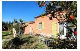 Property for sale in Herault. Spacious villa with a garden, a mezzanine and a home cinema, next to the beach and 20 minutes drive north of Beziers, Hérault, France