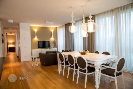 Coastal residential for sale in Veneto. Seafront apartment with terrace in Lido di Jesolo