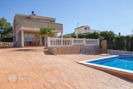 Houses with pools for sale in Montroi. Villa – Montroi, Valencia, Spain
