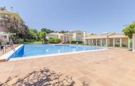 6 bedroom houses for sale in Portugal. Villa with a private lake, a garden and a swimming pool, Caparica, Almada, Portugal
