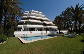 Apartments with pools by the sea for sale in Andalusia. Magnificent apartment on the first line from the sea in Marbella, Andalusia, Spain