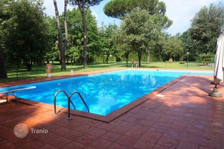 5 bedroom villas and houses to rent in Tuscany. Villa – Massa, Tuscany, Italy