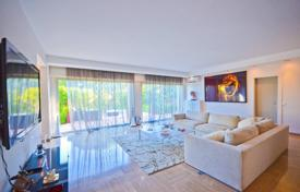 Luxury apartments for sale in Cannes. Superb two-level seaview apartment with a private garden and two garages in a luxurious residence, Cannes, France