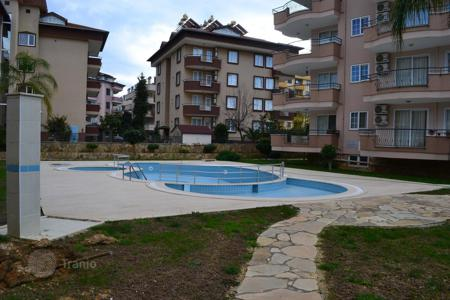 Cheap apartments with pools for sale in Western Asia. The apartment is in a residential complex with a swimming pool in Oba, Alanya