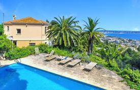 Houses with pools for sale in Vallauris. Beautiful house with a garden, a pool, a garage and sea views, Vallauris, France