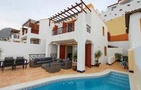 Houses for sale in Costa Adeje. 4 bedroom Villa in San Eugenio Alto