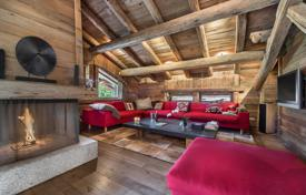 Property to rent in Megeve. Traditional chalet with a fireplace, a cinema room and a sauna, near the slopes and the ski lifts, Megeve, France