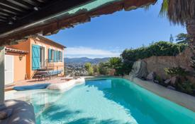 5 bedroom houses for sale in Provence - Alpes - Cote d'Azur. Three-storey villa with a pool, a terrace and a sauna, 10 minutes from the center of Nice, France