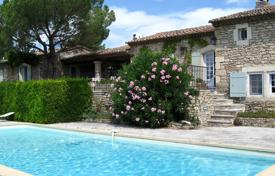 4 bedroom villas and houses to rent in Gordes. Close to Gordes — Lovely holiday stone house