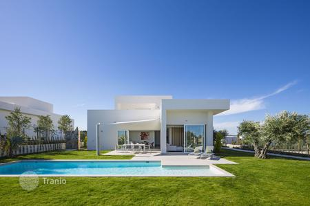 3 bedroom houses for sale in Alicante. Modern Villa on the exclusive Las Colinas golf course