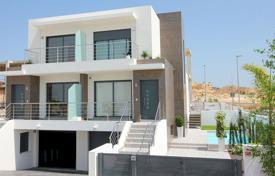 Townhouses for sale in Benijofar. Quad villas with basement and garden in Benijofar