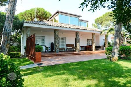 Luxury 4 bedroom houses for sale in Castelldefels. Villa – Castelldefels, Catalonia, Spain