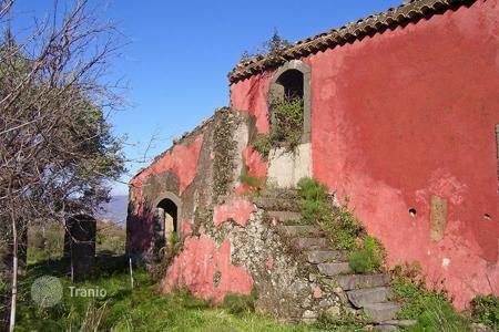 Residential for sale in Catania. Ancient Manor Farmhouse with an attached caretaker's house for sale