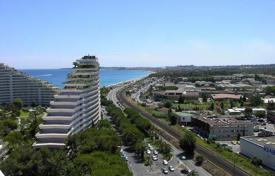 1 bedroom apartments for sale in France. Studio-apartment with a terrace and a sea view in a residence with a tennis court and a pool, Villeneuve-Loubet, France