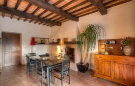 Residential for sale in San Venanzo. Two-storey house with a swimming pool and a large garden, San Venanzo, Umbria, Italy