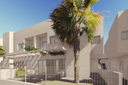 3 bedroom apartments for sale in Elda. New 3 bedroom townhouses with garden close to the sea in La Veleta, Torrevieja