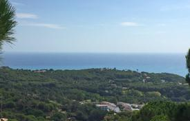 Development land for sale in Catalonia. Plot of land with a project of home and sea views in a prestigious area of Lloret de Mar, Costa Brava