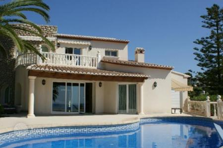 Luxury 3 bedroom houses for sale in Valencia. Villa of 3 bedrooms in Calpe