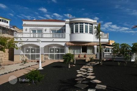 5 bedroom houses for sale in Tenerife. Villa – Chayofa, Canary Islands, Spain