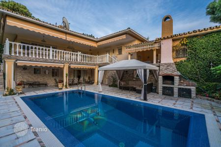 Coastal houses for sale in Malaga. Magnificent Mediterranean Villa in La Carolina, Marbella Golden Mile