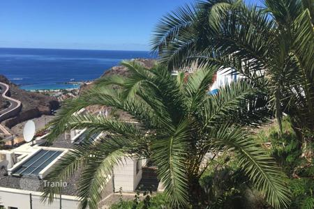 Coastal property for sale in Las Palmas de Gran Canaria. Renovated Bungalow in Tauro