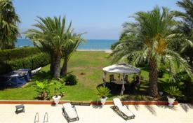 Villas and houses to rent in Cyprus. Beach front stanning villa found on a peaceful area of Pervolia village. This impressive villa provides a large private pool