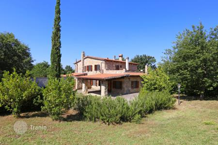Cheap property for sale in Umbria. Semi-detached house for sale with terrace and garden